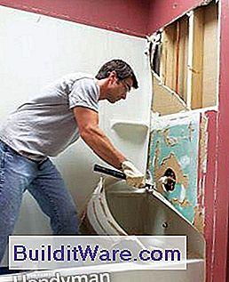 so installieren sie eine badewanne installieren sie eine acrylwanne und eine wanne surround. Black Bedroom Furniture Sets. Home Design Ideas