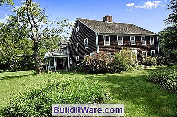 Federal Farmhouse Restaurerad I Colonial Revival Style